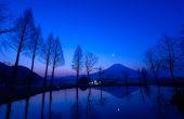 Mt.Fuji and a small pond at dawn — Foto de Stock