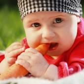 Baby eats carrots — Stock Photo