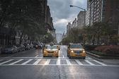 Rainy day street scene at Park Avenue New York City — ストック写真