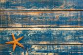 Wooden background with starfish — Stock Photo
