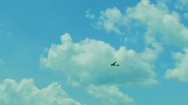 Small Propeller Airplane Flying High In the Sky — Stock Video