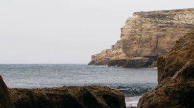 Black Sea Coast Of Picturesque Cape Tarkhankut in Crimea — Stock Video