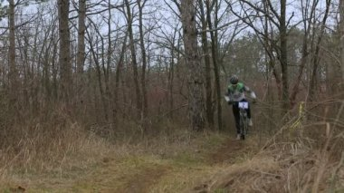 EDITORIAL. Mountain Bikers Racing In Forest — Stock Video