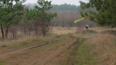 EDITORIAL. Several Cyclists Moving Fast  In Pine Forest — Stock Video