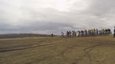 EDITORIAL. Group Of Bike Riders Start Racing — Stock Video