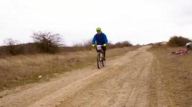 EDITORIAL. Bicycle Riders Crossing Finish Line At Nature During Competition — Stock Video