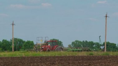 Tractor Planting Crops In The Field — Stock Video
