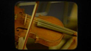 女人玩 Violon。复古 — 图库视频影像