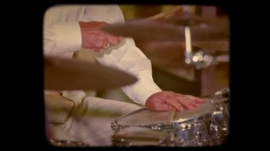 Batteur jouant son Insrument de Concert. Retro — Vidéo
