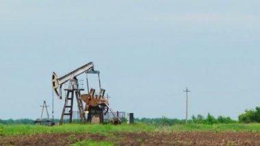 Oil Pump Digging While Producing Natural Gas At Dusk — Stock Video