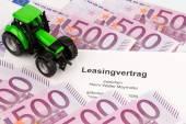 Leasingavtal för ny traktor — Stockfoto