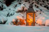 Lantern in the snow at christmas — ストック写真