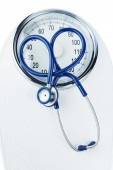 Stethoscope and scale — Stock Photo