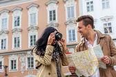 Couple on a city break — Stock Photo