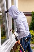 Cambrioleur à une fenêtre — Photo