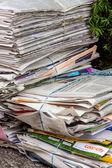 Atık kağıt yığınını. eski Gazeteler — Stok fotoğraf