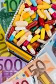 Tablets, shopping cart, euro bills — Stock Photo