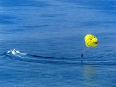 Paragliding on the sea — Stock Photo