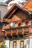 Traditional house with parabolic antenna — Stock Photo