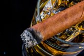 Whisky and cigar — Stock Photo