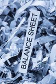 Papierschnitzel balance sheet — Stock Photo