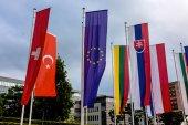 Flaga europejska i inne flagi — Zdjęcie stockowe