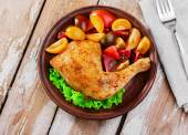 Baked chicken leg with tomatoes — Stock Photo