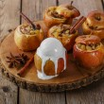 Baked apples with raisins and cinnamon ice cream — Stock Photo #60756409