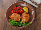 Baked chicken thigh with cherry tomatoes and lemon — Stock Photo