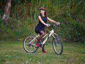 Brunette woman modeling on a bike — Stok fotoğraf