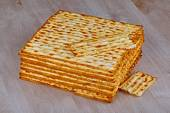 Matzah on wooden table — Stock Photo
