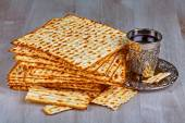 Matzah with cup of wine  — Stock Photo