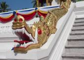 Decorating the Buddhist temple in the palace grounds in Luang Prabang — Stock Photo