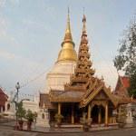 Wat Phra Kaeo Don Tao in Lampang - Thailan — Stock Photo #57721055
