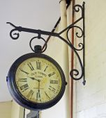 The old town clock hanging on the wall — Stockfoto