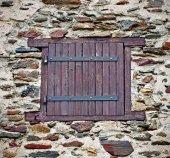 Ventana en la pared de piedra — Foto de Stock
