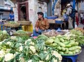 ストリート ベンダー販売彼の果物、ネパール. — ストック写真