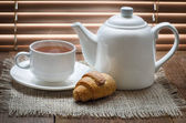Tea cup with teapot — Stock Photo