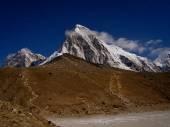 Mt. Pumori (Pumo Ri).  Nepal — Stock Photo