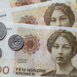 Norwegian five hundred crones and coins — Stock Photo #75603823