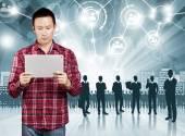 Aziatische man met touchpad — Stockfoto