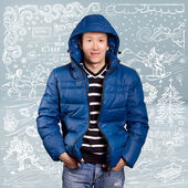 Asiatisk man i ner vadderad kappa — Stockfoto