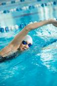 Girl swimming front crawl stroke style — Foto de Stock