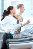 Woman and man exercising at gym — Stockfoto