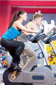 People doing cardio cycling training — Stock fotografie