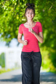 Woman running outdoors in green park — Foto de Stock