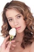 Krásná dívka s bílým květem růže — Stock fotografie