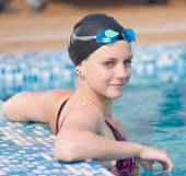 Female swimmer in swimming pool — Stock Photo