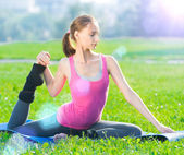 Woman doing stretching exercise — Stock Photo