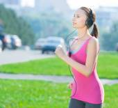 Jogging woman in city park — Stock Photo